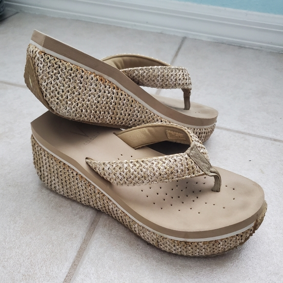 Volatile Size 8 Tan Sandals